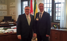 Photo of CIU National President Jean-Pierre Fortin and Minister of Public Safety Ralph Goodale, March 23